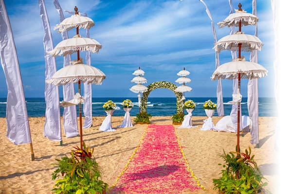 Hochzeitszeremonie im Ayodaya Resort Bali