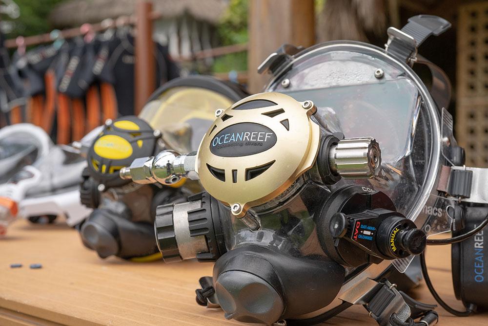 Vollgesichtsmasken im Amun Ini Beach Resort