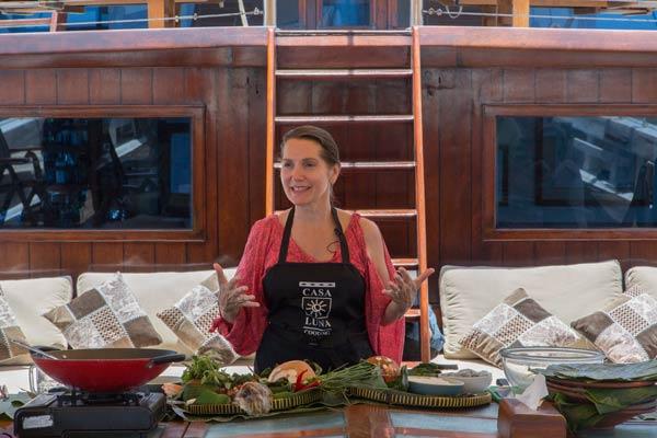 Kulinarische Segeltörns mit Janet DeNeefe an Bord traditioneller Pinisi-Schoner