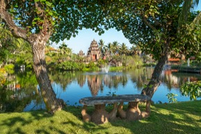 Ayodya Resort Bali Garten mit Lagune